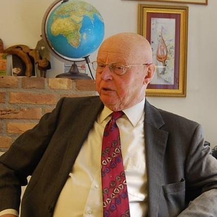ホフステード博士のインタビューが掲載されました。(ジェトロセンサー  2016年4月号)