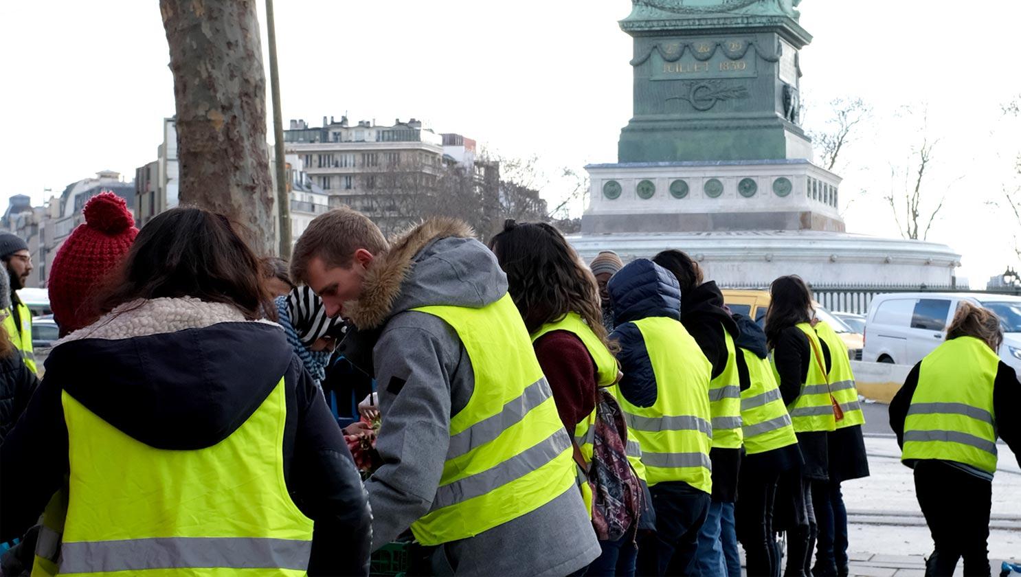 フランス社会を揺さぶる大規模デモ ー 溢れる「色」と「モチーフ」