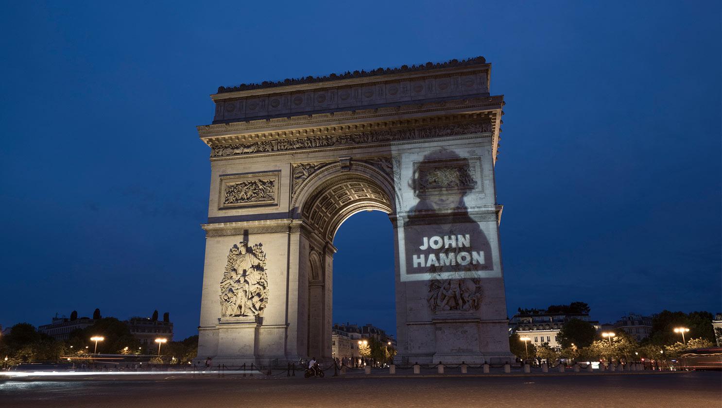 エトワール凱旋門への投影。 © John Hamon